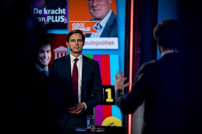 Mark Rutte (VVD) en Wopke Hoekstra (CDA) tijdens een verkiezingsdebat van de NOS.