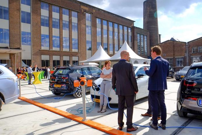 Laadplein voor elektrische auto's op Industriepark Kleefse Waard in Arnhem.