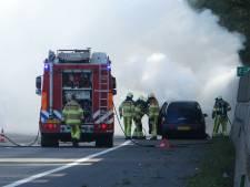Grote problemen op A28 richting Zwolle na meerdere ongelukken en autobrand