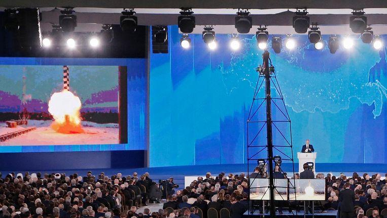 Vladimir Poetin heeft zijn jaarlijkse speech aan het parlement aangegrepen om een nieuw arsenaal van kernwapens te presenteren. Beeld epa