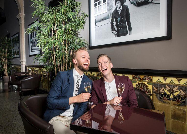Martijn Kamphorst (26), hoofdredacteur gay.nl en Sjoerd Berveling (28), pr-consultant bij Coebergh Communicatie & PR. Beeld Dingena Mol