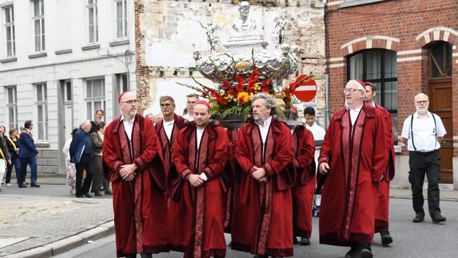In beeld: Processie van Plaisance opent kermis