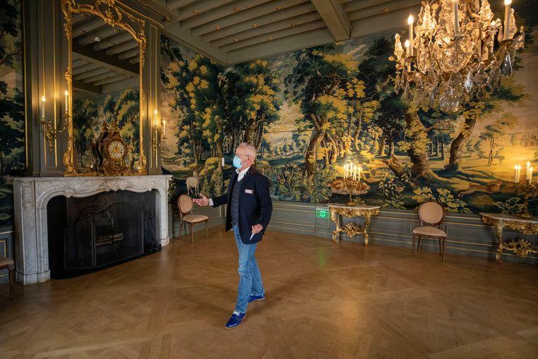 Gids Theo Koot van Slot Zuylen. Het kasteelmuseum doet drie dagen mee aan het landelijke experiment Testen voor Toegang. Beeld Werry Crone