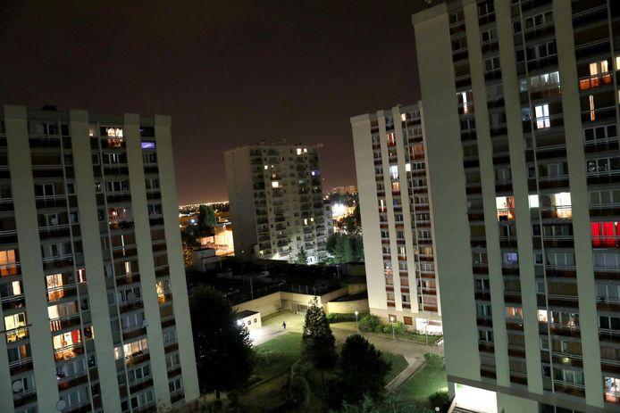 (archieffoto) Frankrijk telt over het hele grondgebied zo'n vier miljoen H.L.M.'s (sociale woningen). Niet zelden gaat het om woontorens in de beruchte banlieues.