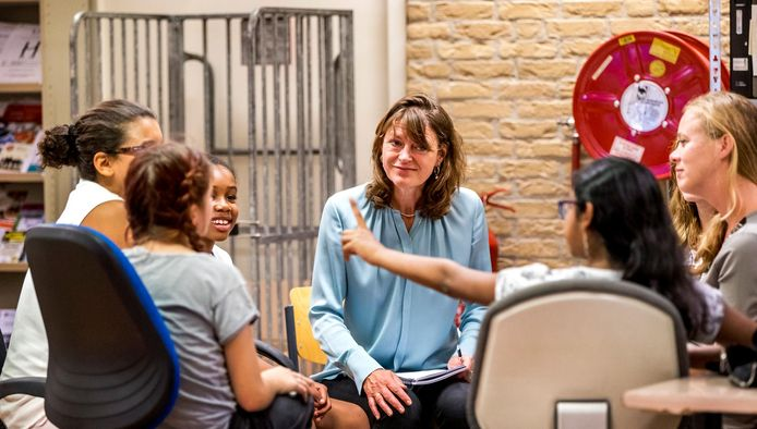De Kinderrechtentour gaat door tot half oktober. Veel kinderen roepen Margrite Kalverboer op om iets te doen aan pesten.