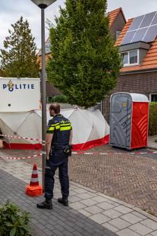 Man (43) opgepakt na vondst dode vrouw in kofferbak bij ziekenhuis Almelo