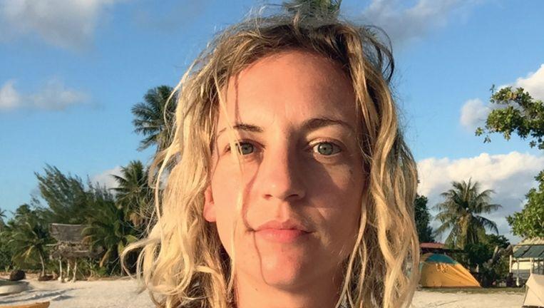 Iris Hannema op Bora Bora. Beeld Foto's uit Het bitterzoete paradijs
