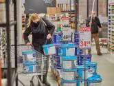 Truc niet gelukt: dieven gepakt voor wegsmokkelen dure verf in toiletpotdoos uit bouwmarkt