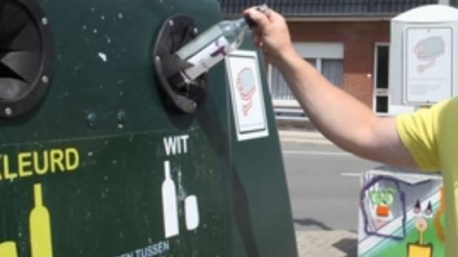 Glasbollen op parking Aard verhuizen tijdelijk voor kermis