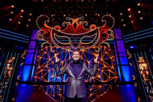 Ruben Nicolai in het decor van The Masked Singer.
