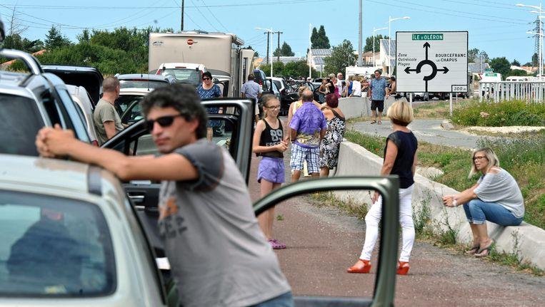 Franse boeren hielden eerder vandaag het verkeer tegen in het westelijke Marennes. Beeld AFP
