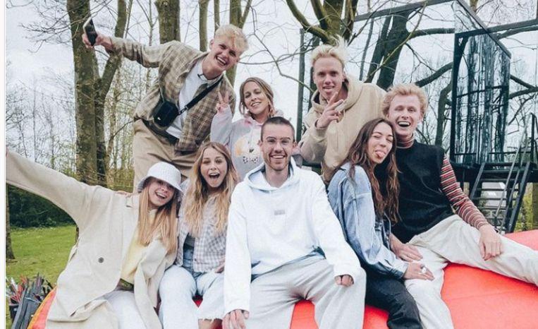 De originele acht deelnemers van 'The Social House'. Beeld Instagram/socialhousebe