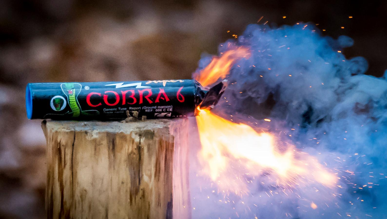 De Cobra 6. Dit type vuurwerk is verkrijgbaar in veel Europese landen, maar verboden in Nederland.
