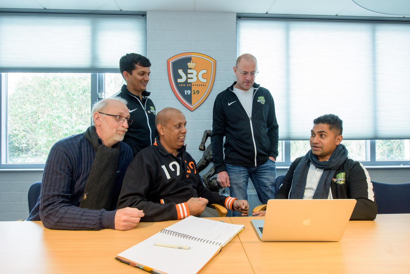 Voetbalclub FC Kickstart uit India brengt bezoek aan voetbalclub SBC
