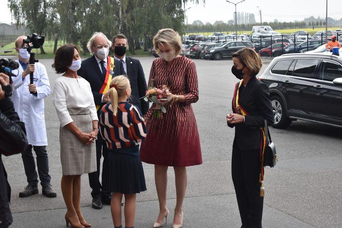 De koningin werd verwelkomd door de dochter van de CEO.