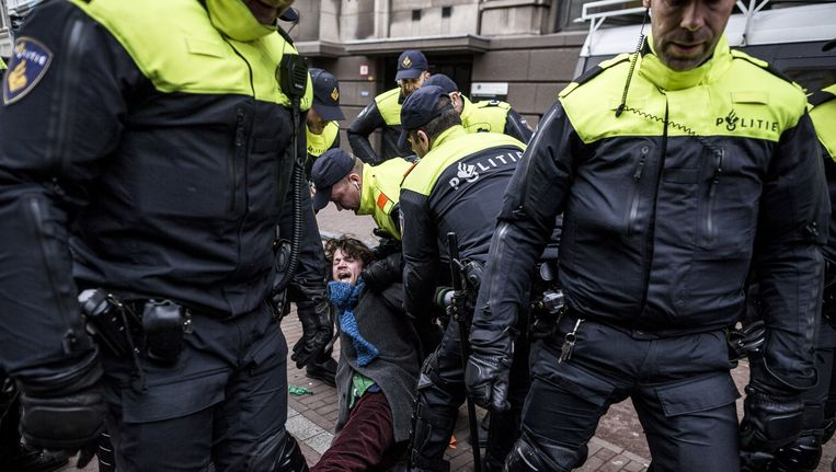 De ME arresteerde gisteren 47 bezetters en sympathisanten Beeld Rink Hof
