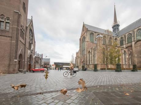 Pergola's en onderbroken kerkmuur moeten kil kerkplein in Goes sfeervoller maken