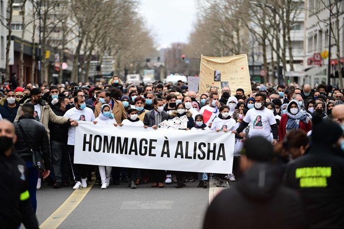 Ruim 2.000 mensen hielden een stille tocht om Alisha te eren.