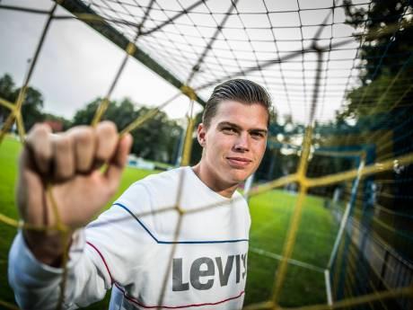 Arnhemse derby met geblèr, bierpomp en dj smaakt na tien voetballoze maanden naar meer