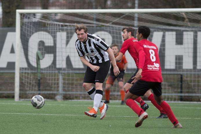Dave van der Sluis van Zwart-Wit speelt ook volgend seizoen voor de club uit Harderwijk.