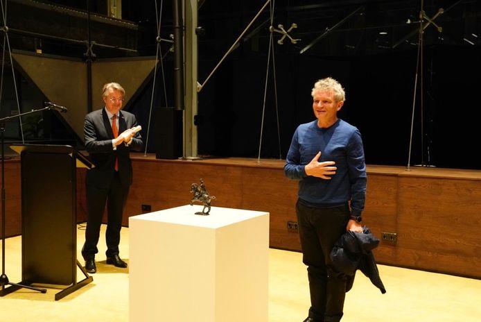 Stedenbouwkundige en Rijksbouwmeester Floris Alkemade uit Sint-Oedenrode kreeg zaterdag de provinciale onderscheiding Hertog Jan uitgereikt.