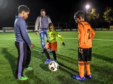 Eritrese vluchtelingen voetballen eindelijk bij SC Kruisland