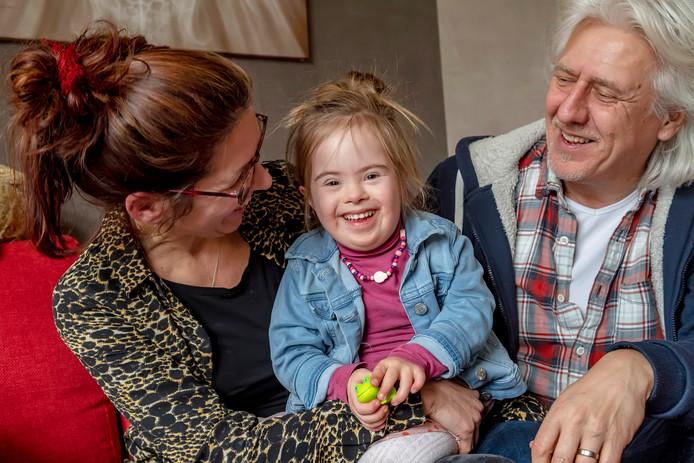Familie Fontijn in hun huis in Hoogerheide. Zij hebben meegedaan aan de documentaire 'Als ik dit vooraf had geweten'.