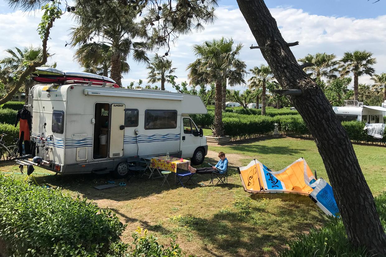 Hotels, vakantiebungalows en -appartementen, campings, restaurants, cafés, stranden en toeristische trekpleisters, moeten zo veilig mogelijk voor de toeristen zijn. Dat betekent duidelijke protocollen. Beeld BELGA