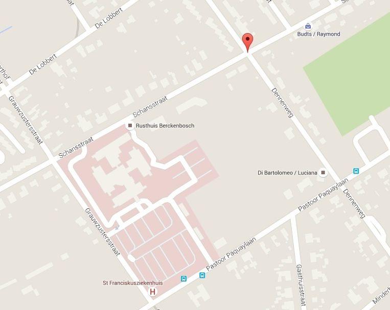 Na zijn ontsnapping uit het St. Franciscusziekenhuis vluchtte de man naar de Dennenweg, waar hij in een huis de twee bewoners neersloeg. Beeld Google Maps