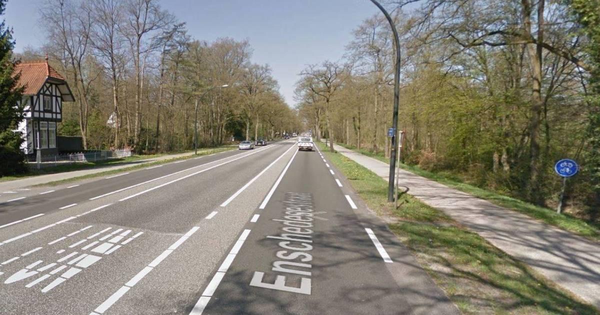 Meisje gewond bij ongeval in Hengelo, veroorzaker rijdt door.