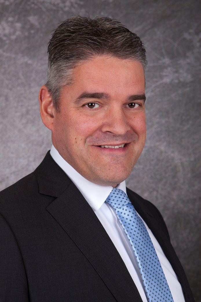 Wethouder Eric Daandels hoeft niet naar de gemeente Waalwijk te verhuizen.