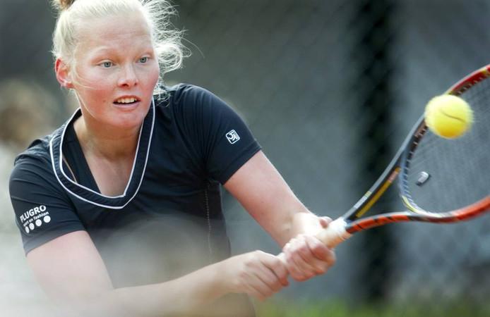 Met de van haar buitenlandse avonturen teruggekeerde Kelly Versteeg won Lobbelaer 2 van Jonkerspark.