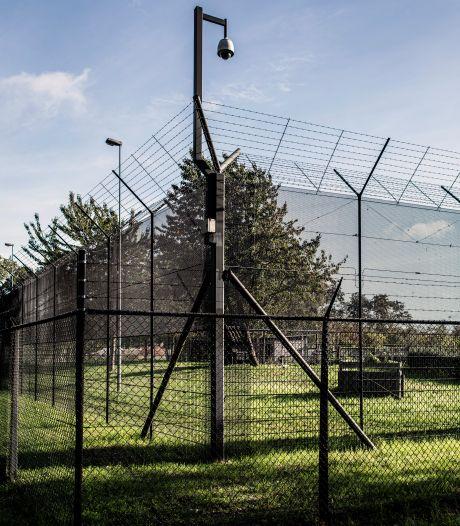 Verdachte van moordpoging op therapeuten gaat door het lint in rechtbank: 'Jij moet niet mijn moeder erbij halen'