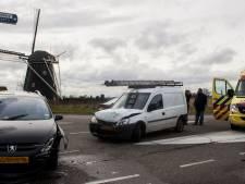 Twee auto's botsen in Etten-Leur