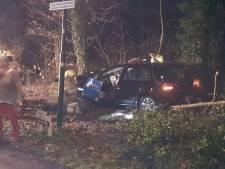 Tiener crashte onder invloed van lachgas met 120 km/u tegen boom: twee medepassagiers zwaargewond