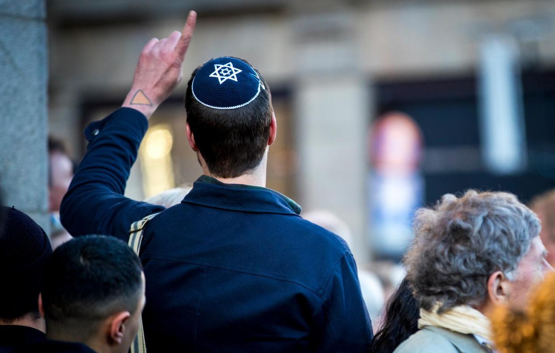'Het is een trieste waarheid. Wij roepen Joden op zich niet te laten intimideren,' zegt Eddo Verdoner, voorzitter van het Centraal Joods Overleg.