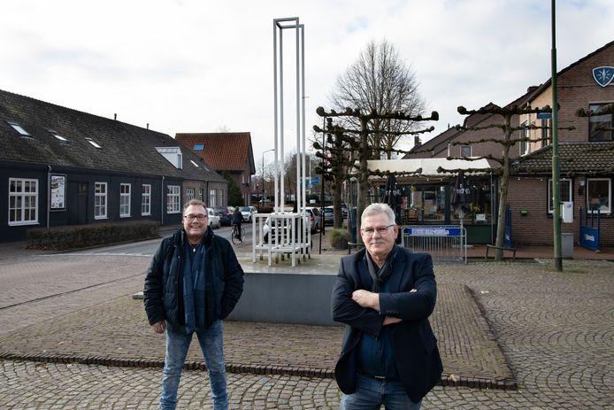 Het Gemert-Bakelse gemeenteraadslid Toon Coopmans (rechts), samen met fractiegenoot Stan van Kollenburg van de Dorpspartij.
