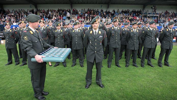 Archiefbeeld: Militairen die hebben gediend in Uruzgan krijgen de herinneringsmedaille vredesmissies