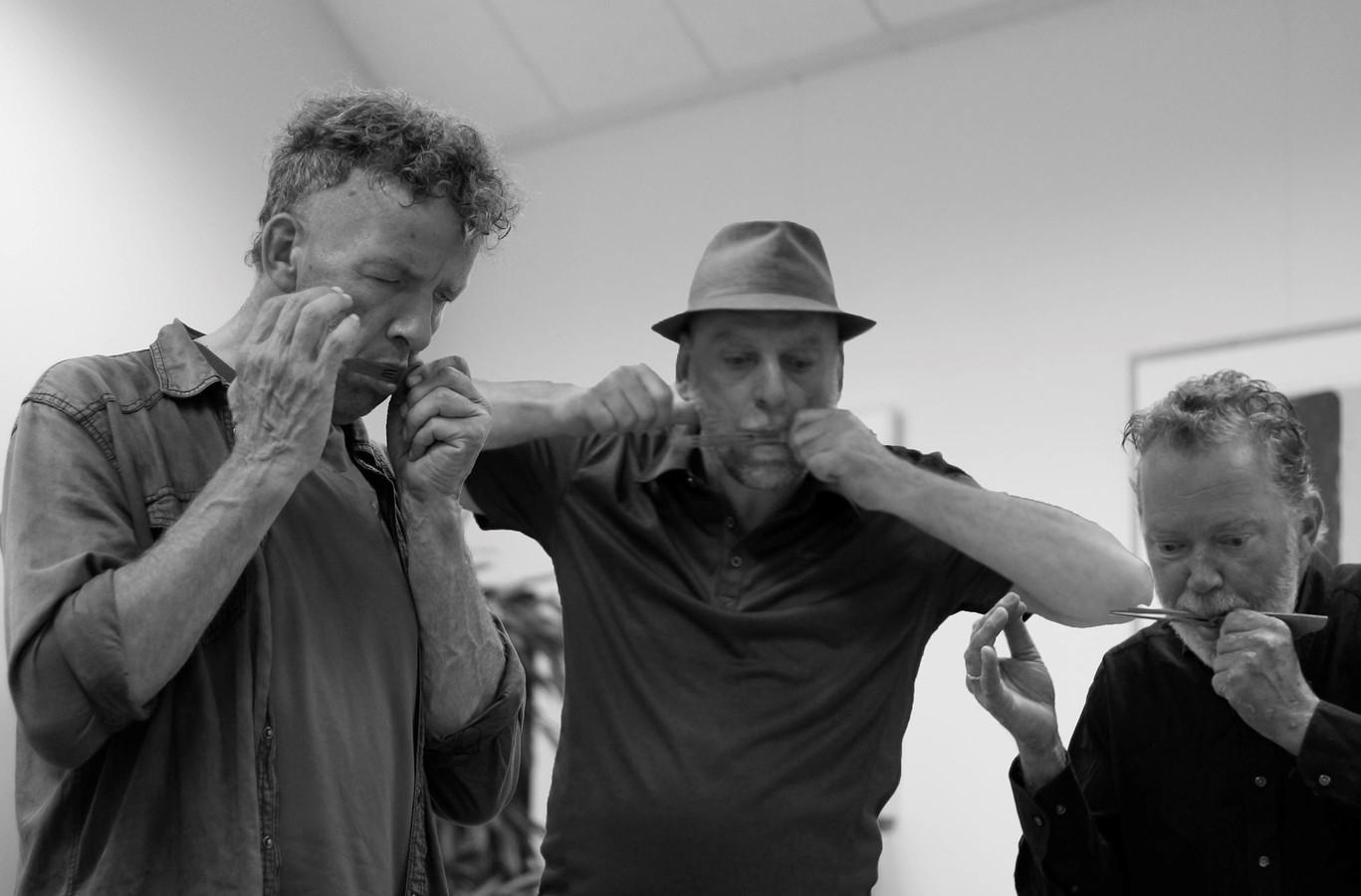 Drie Veluwenaren, Kees van Loon, Klaas Mons en René Paes spelen oeroud instrument op Fête de la Musique