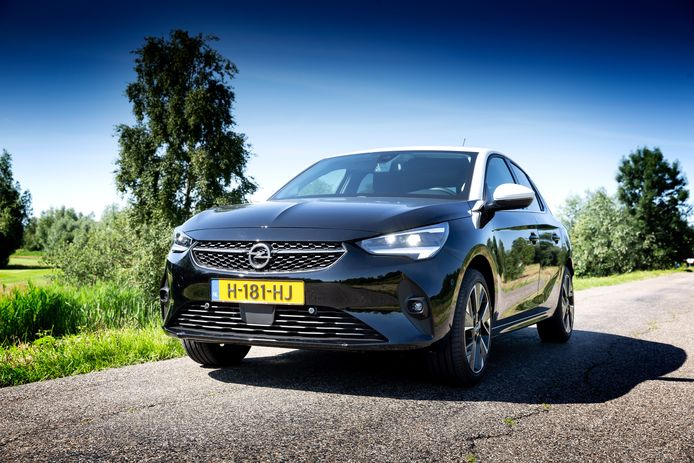 Van de Opel Corsa-e zijn ruim 120 exemplaren leverbaar vóór 1 januari, blijkt uit onderzoek van Autoweek