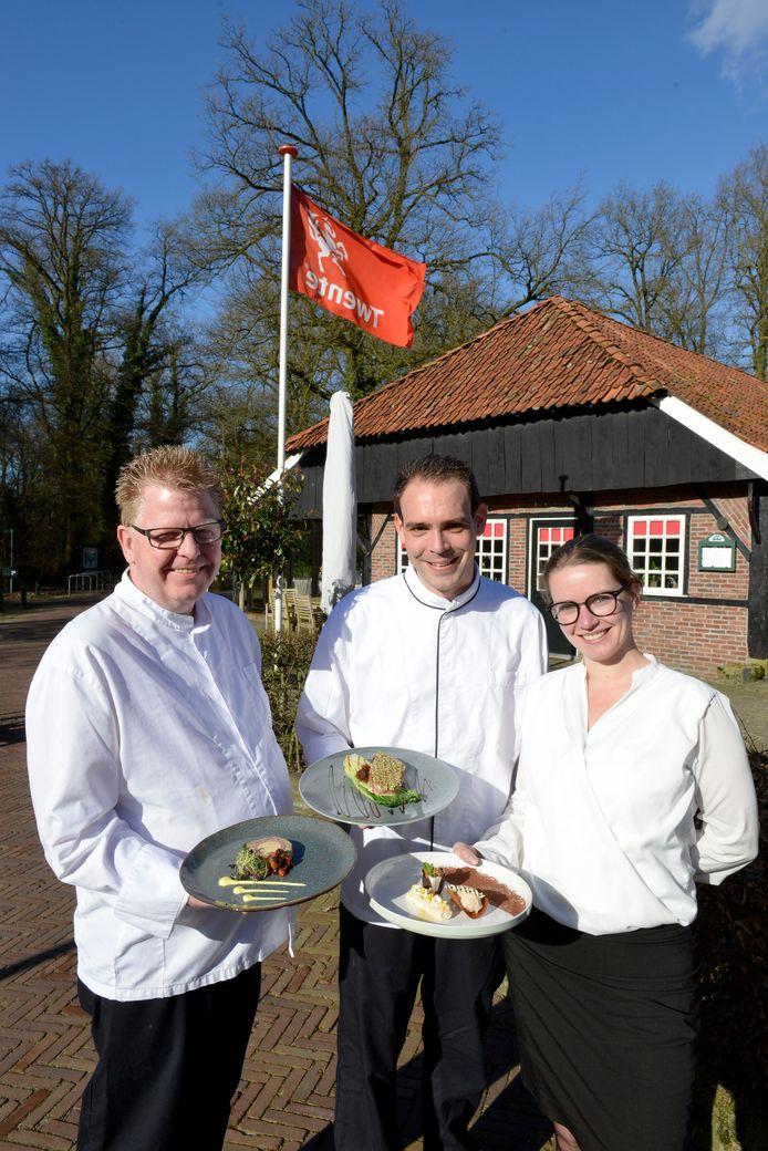 Het team van restaurant Bi'j de Watermölle. Vlnr: Huub Wolferink, Jeroen van den Barg en Janine Markerink.