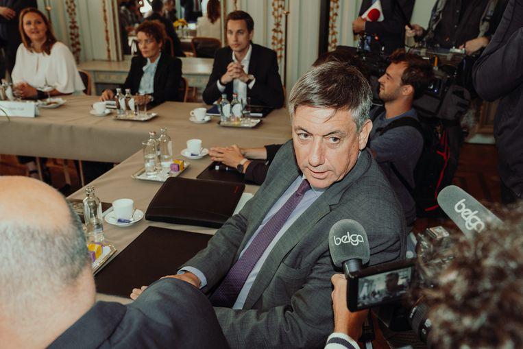 Toekomstig Vlaams minister-president Jan Jambon (N-VA) bij de start van de onderhandelingen. Beeld Illias Teirlinck