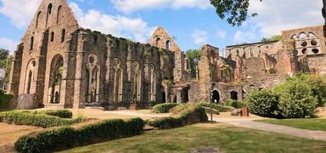 Microaventure en Belgique: le jour où on a libéré un fantôme à l'Abbaye de Villers