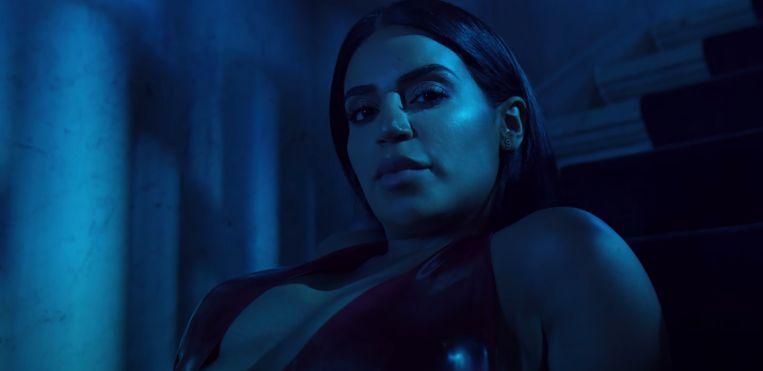 Beelden uit de clip van haar nummer Cazador. Beeld