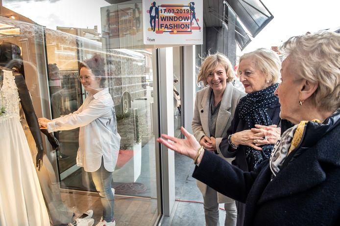 Bij shoppingevenement Window Fashion kunnen bezoekers straks opnieuw levende modellen aan het werk zien in de etalages