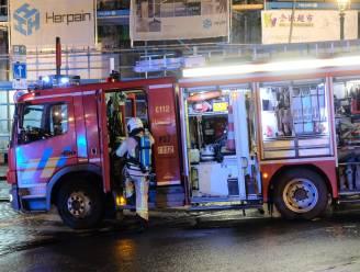 Brandweer redt drie mensen uit brandend gebouw: woning onbewoonbaar