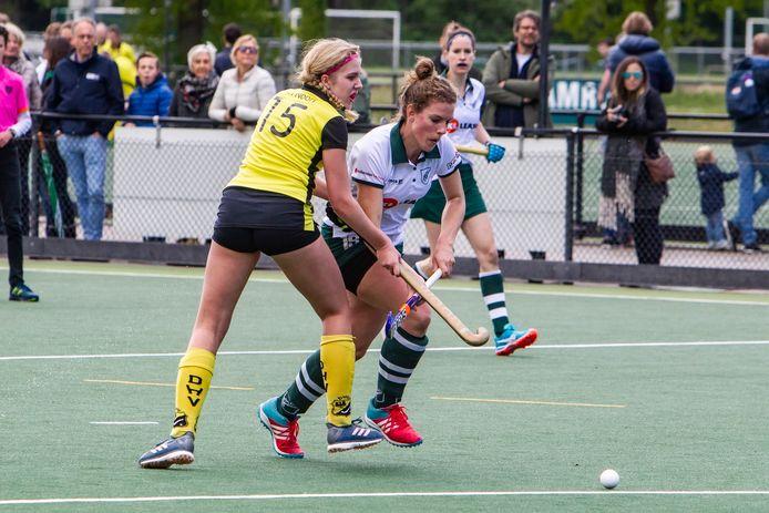 De hockeysters van DHV (geel) behaalden drie overwinningen in drie wedstrijden.