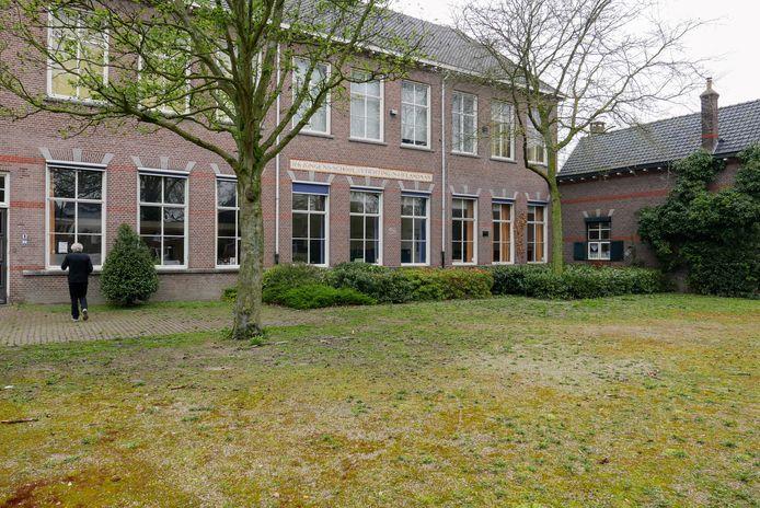 De oude Dr. Landmanschool in Helvoirt komt te koop te staan