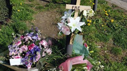 Bloemetjes op plek waar motorrijder overleed