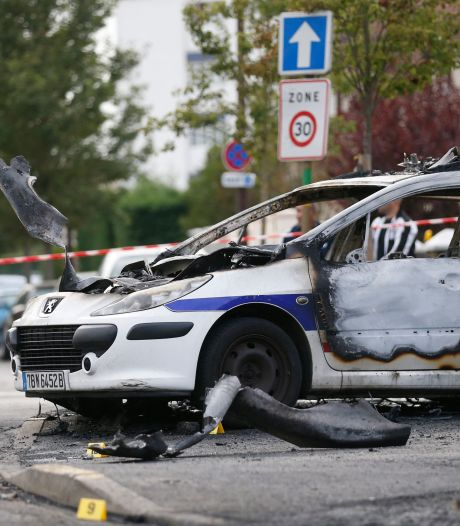 Policiers brûlés dans leur voiture en France: des peines allant de 6 à 18 ans de prison, 8 acquittements